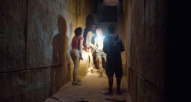 Los personajes se pasean por las galerías de La Pirámide