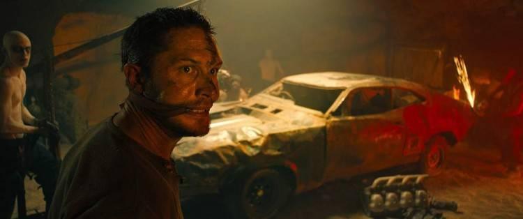 Max (Tom Hardy) en apuros