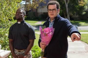 """Josh Gad y Kevin Hart en la película """"El gurú de las bodas"""" (2015)"""