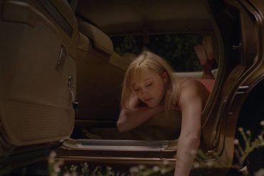 Maika Monroe en la película de terror It Follows (2015)
