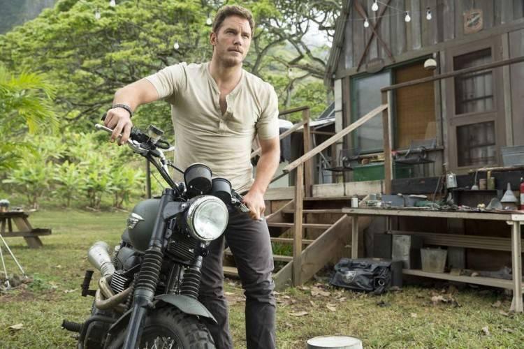 Chris Pratt es el reclamo perfecto. Guapo, carismático y cuidador de Jurassic World