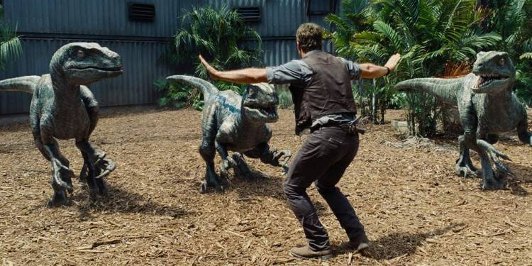 Chris Pratt en plena doma de los animalitos de Jurassic World