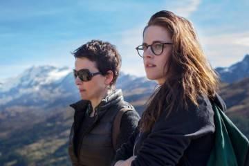 """Juliette Binoche y Kristen Stewart en la película """"Viaje a Sils Maria"""" (2015)"""