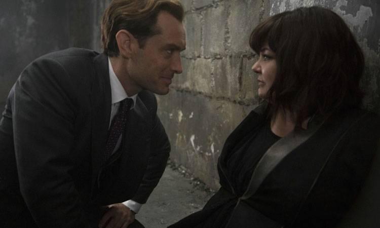 """Melissa McCarthy y  Jude Law en una escena de """"Espías"""" (2015)"""