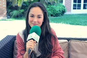 """María Parrado durante la entrevista presentando su nuevo disco """"Abril"""" (2015)"""