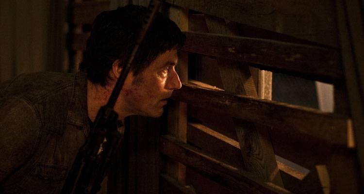 Imagen de Matthew Fox intentando dar caza a un zombie en 'Extinction'