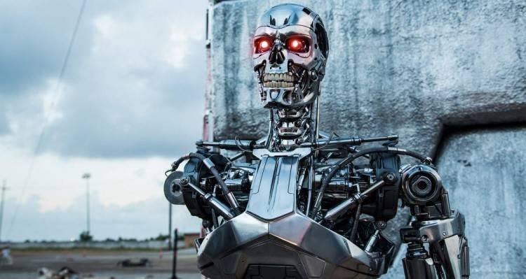 "No sabemos si es un anuncio retro de ""Máquina Total XX"" o es que vuelve ""Terminator Génesis"""