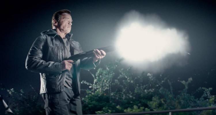 Arnold (el de ahora), con la típica escopeta de la película.