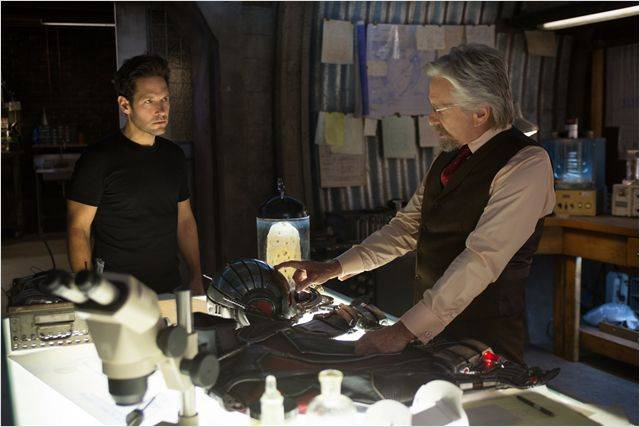 Imagen de Michael Douglas y Paul Rudd en 'Ant-Man' (2015)