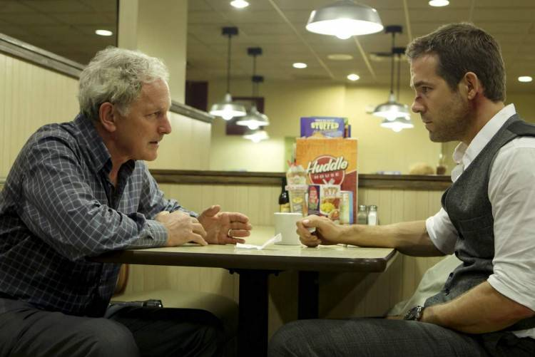 Victor Garber frenta a Ryan Reynolds