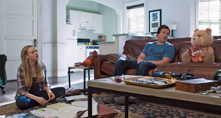 Amanda Seyfried, Ted y Mark Wahlberg en la película 'Ted 2' (2015)