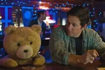 Ted y Mark Wahlberg en la película 'Ted 2' (2015)