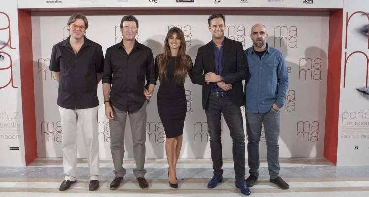 El productor Alvaro Longoria, junto al director Julio Medem y los actores Penelope Cruz, Asier Etxeandia y Luis Tosar