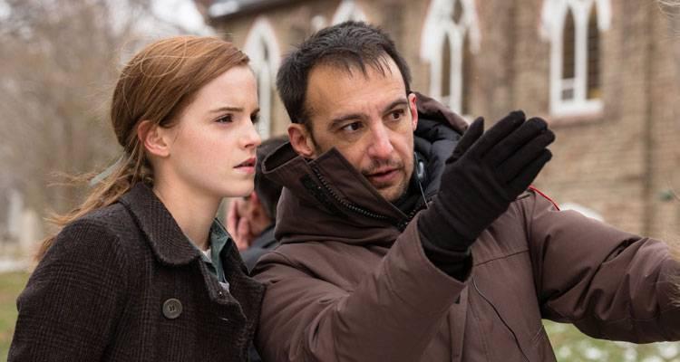 Emma Watson y Alejandro Amenábar durante el rodaje de 'Regresión'