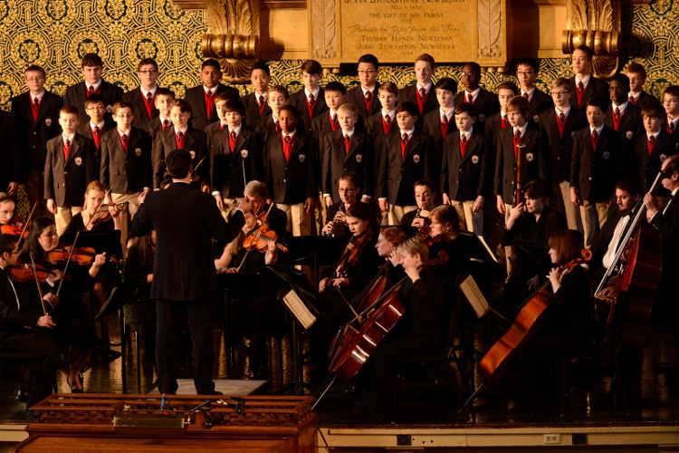 Los componentes del coro en la película 'El coro' (2015)