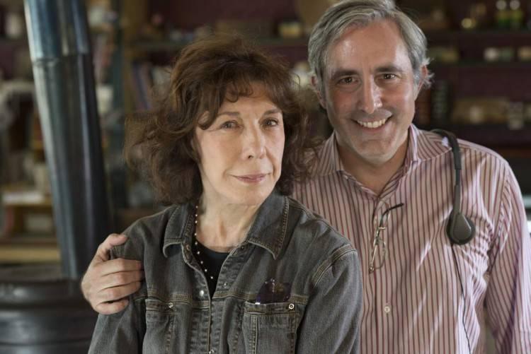 Lily Tomlin con el director y guionista de Grandma Paul Weitz