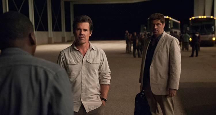 Benicio Del Toro y Josh Brolin en la película 'Sicario' (2015)