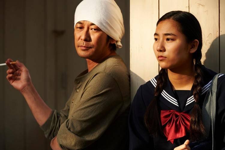 Kyara Uchida y Masatoshi Nagase en la película 'Una pastelería en Tokio'