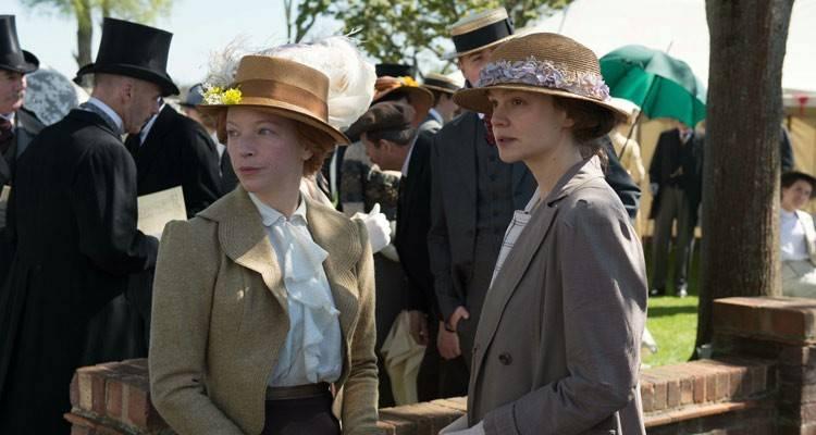 Natalie Press y Carey Mulligan en la película Sufragistas