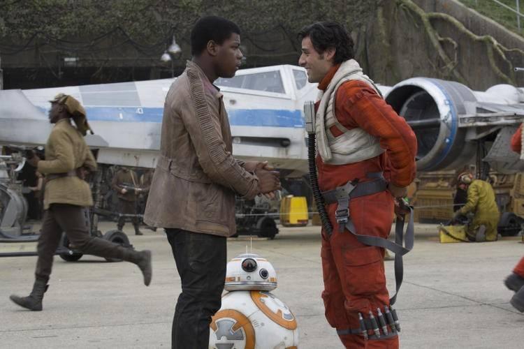 John Boyega y Oscar Isaac en Star Wars: El despertar de la Fuerza