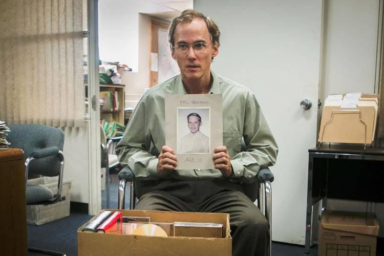 Escena de la película en el que el actor Neal Huff interpreta a Phil Saviano, testigo clave para la investigación