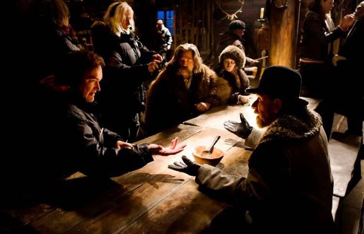 Foto durante el rodaje con Jennifer Jason Leigh, Kurt Russell, Quentin Tarantino y Tim Roth