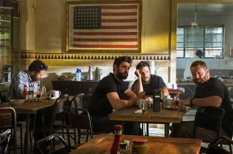 "David Denman interpreta a Dave ""Boon"" Benton, John Krasinski es Jack Silva, Pablo Schreiber da vida a Kris ""Tanto"" Paronto y Max Martini hace de Mark en la película."