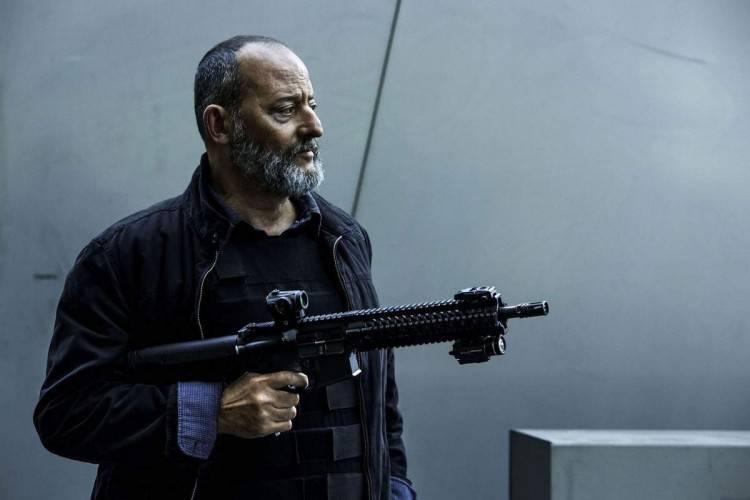 Crítica Escuadrón de Elíte: Jean Reno sigue repartiendo