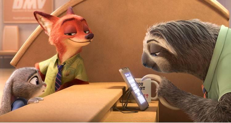 Judy Hopps y Nick Wilde en la oficina de tráfico regentada por perezosos
