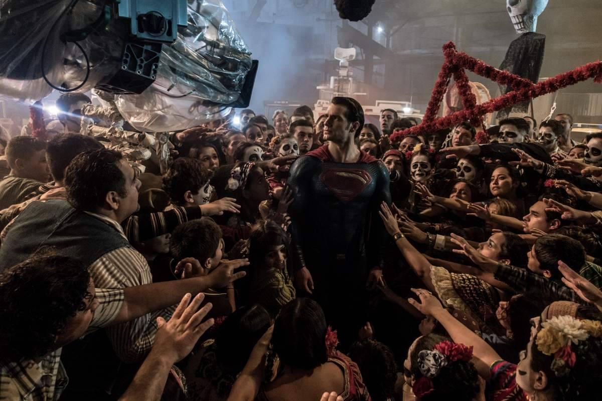 Henry Cavill se da un baño de masas como Superman