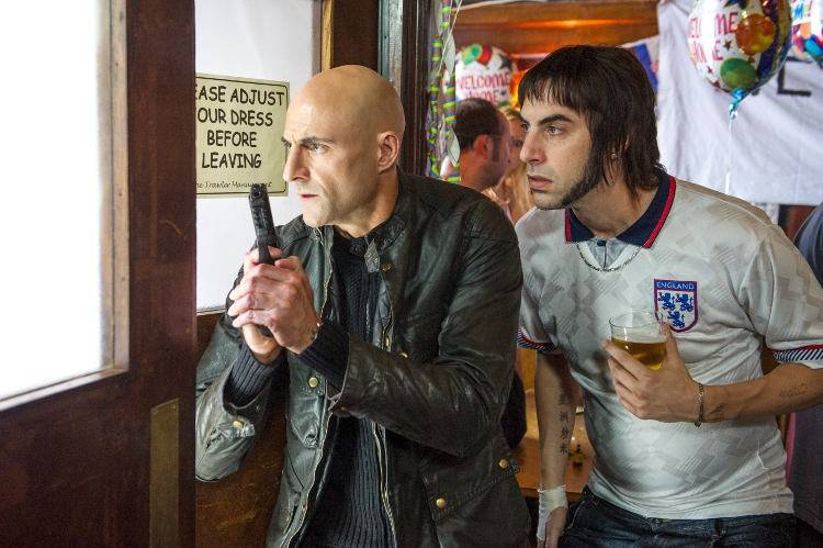 Mark Strong interpreta al hermano perdido de Sacha Baron Cohen