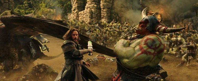 Anduin Lothar (Travis Fimmel) en una batalla de Warcraft