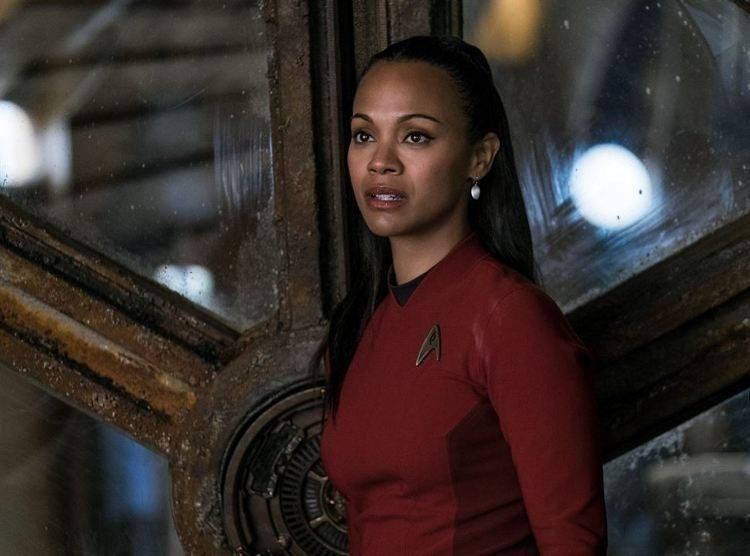 Zoe Saldana es la teniente Uhura