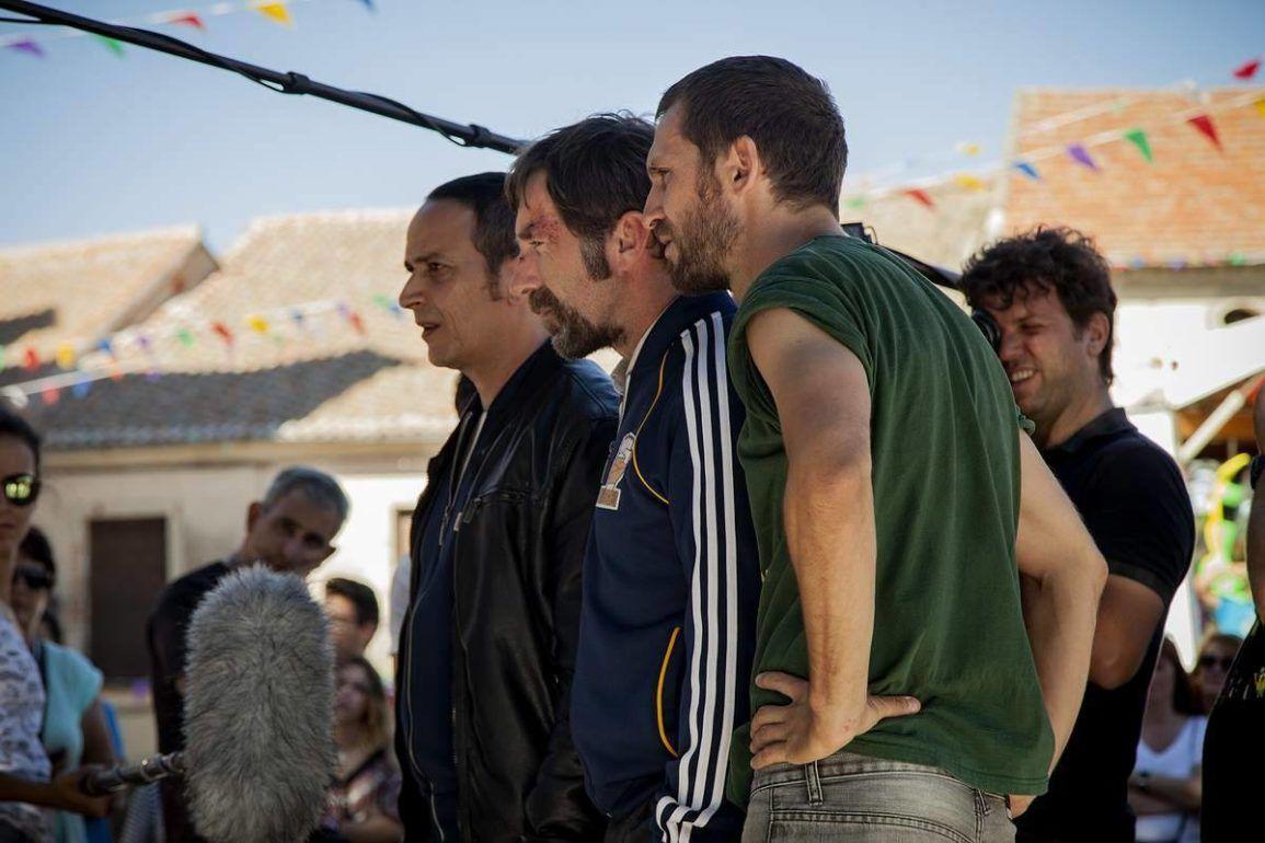 """Luis Callejo, Antonio de la Torre y el director Raúl Arévalo en el rodaje de """"Tarde para la ira""""."""