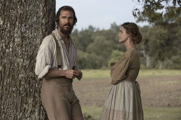 Matthew McConaughey y Kelly Russell - Crítica de 'Los hombres libres de Jones'