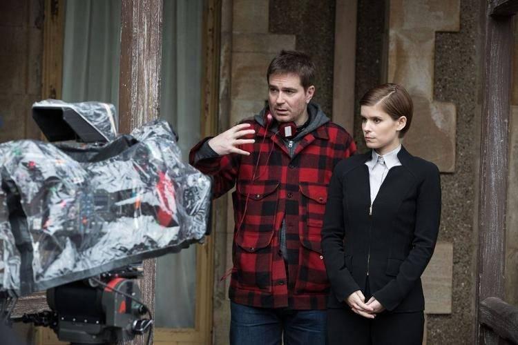 Luke Scott dando indicaciones a Kate Mara durante el rodaje.