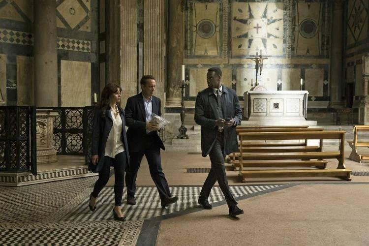 Fotograma de la película Inferno rodada en el baptisterio de San Juan, Florencia, con Felicity Jones (doctora Sienna Brooks) Tom Hanks (Robert Langdon) y Omar Sy (Christoph Bruder)
