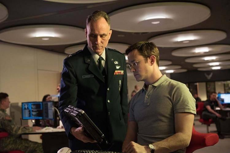 Imagen de una escena de la película - Crítica Snowden