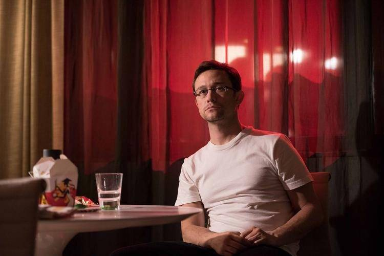 Joseph Gordon-Levitt interpreta a Edward Snowden