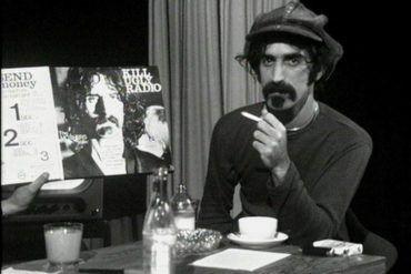 El músico Frank Zappa durante una entrevista