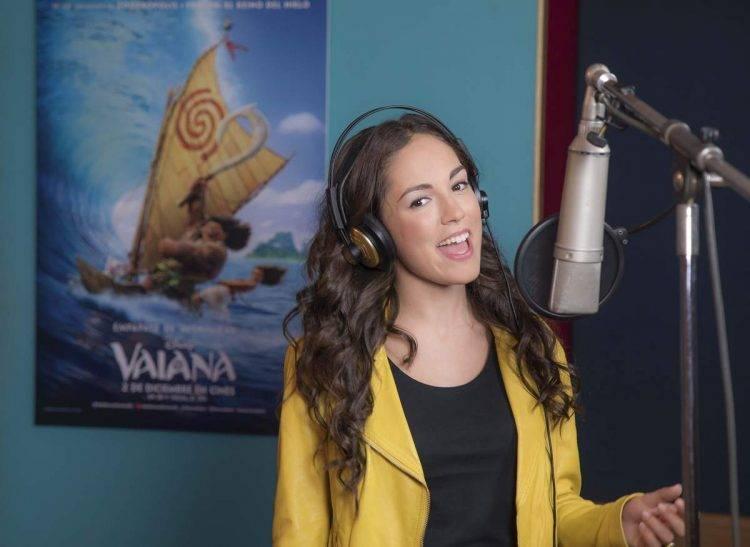 María Parrado Cantando la canción '?Qué hay más allá?' de Vaiana de Disney