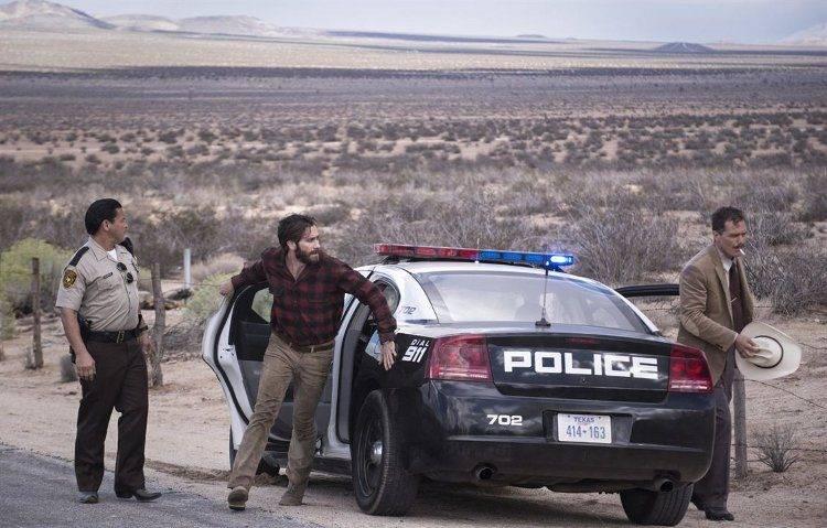 Franco Vega, Jake Gyllenhaal y Michael Shannon en una de las escenas más angustiosas de Animales nocturnos
