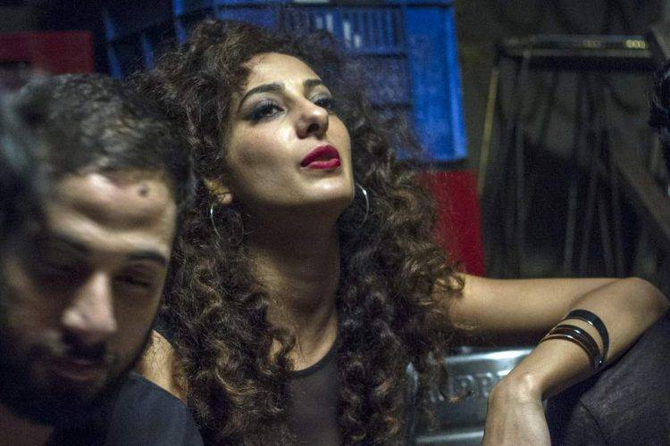 La actriz Mouna Hawa (Leila) en una escena de Bar Bahar
