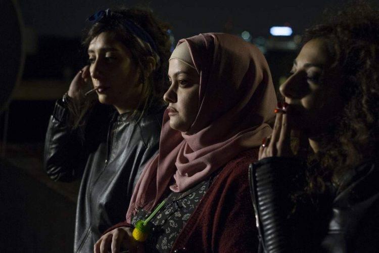 Sana Jammelieh es Salma, Shaden Kanboura es Noor y Mouna Hawa es Leila - Crítica Bar Bahar