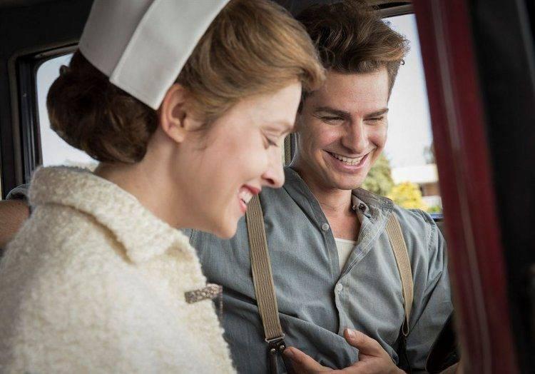 Andrew Garfield y Teresa Palmer en una imagen de la película