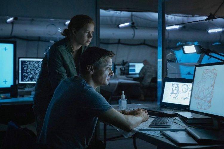 """Amy Adams y Jeremy Renner interpretan al equipo encargado de ponerse en contacto con los extraterrestres en """"La llegada"""""""