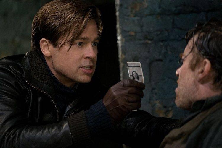 Brad Pitt es un afamado espía Canadiense que lucha infiltrándose en los territorios ocupados