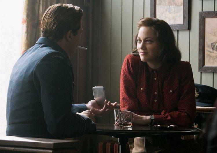 """Brad Pitt y Marion Cotillard en """"Aliados"""""""