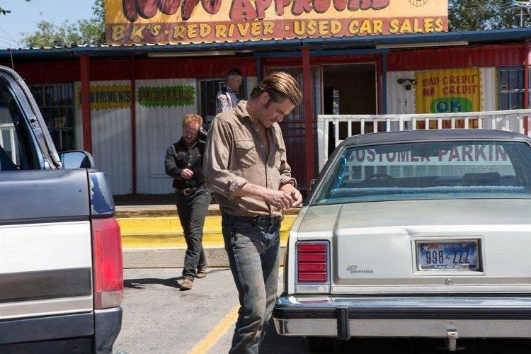 Ben Foster y Chris Pine representando a los dos hermanos de la película