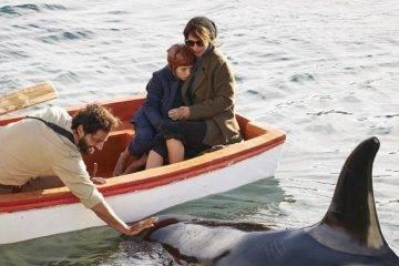 Joaquín Furriel, Joaquín Rapalini y Maribel Verdú en una escena de la película con orcas